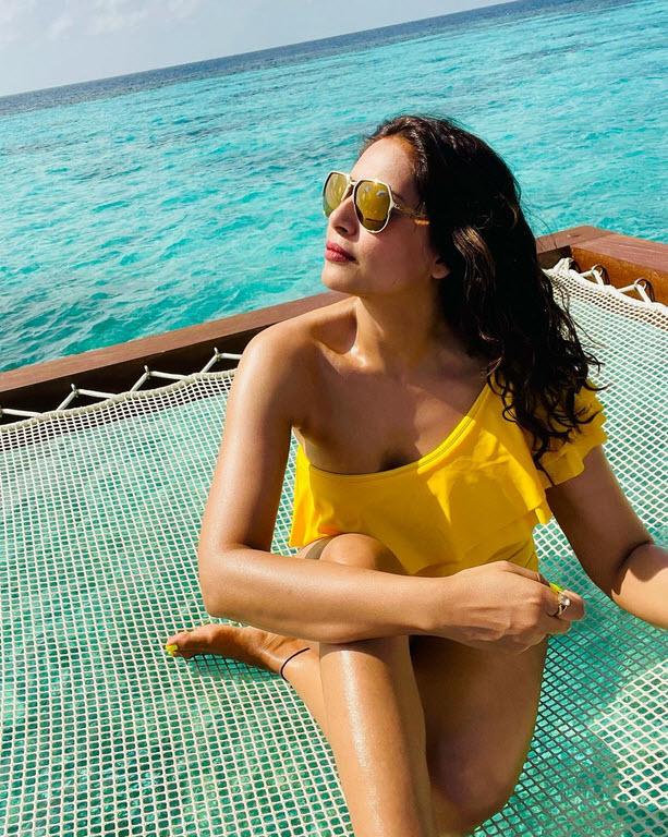 Bipasha Basu Lifehyme Bikini Photos